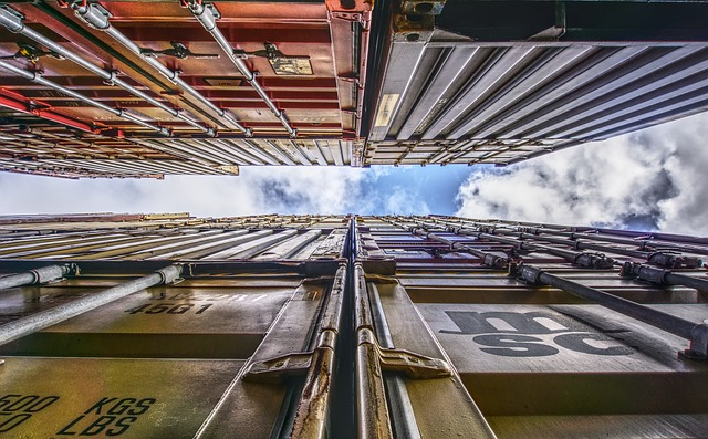 container-2879154_640